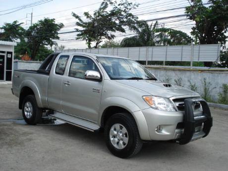 4x4 G at Thailand's top Toyota new and used Hilux Vigo dealer Soni